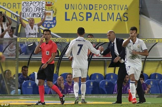 Ronaldo chao don 'thanh vien moi' cua gia dinh hinh anh 6