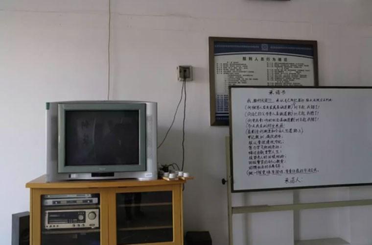 """Soi ben trong nha tu """"doc la"""" o Trung Quoc-Hinh-18"""