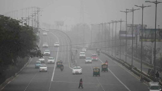 Đường phố thủ đô New Delhi - Ấn Độ trong một sớm khói mù hồi đầu năm nayẢnh: AP