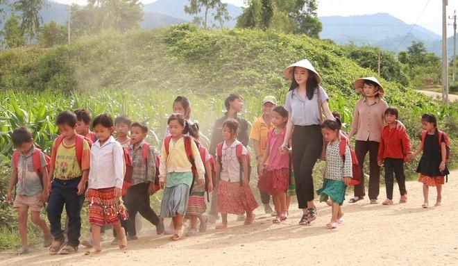 Angela Phương Trinh vướng tình tay ba trong phim
