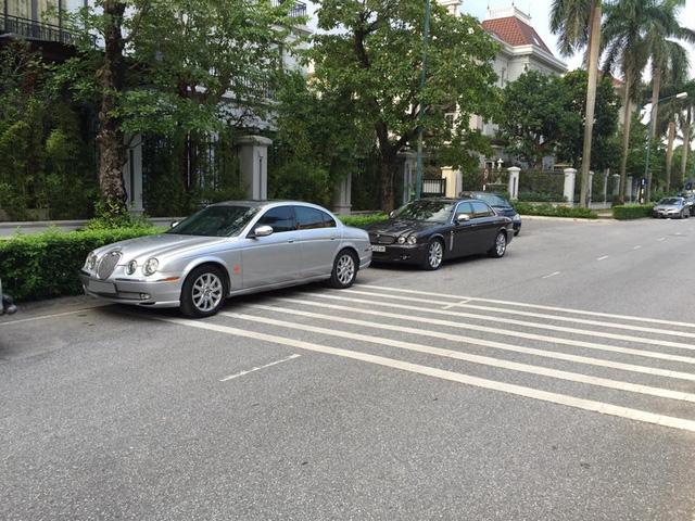 Jaguar S-Type được sản xuất từ năm 1999-2008 và thay thế bằng mẫu sedan XF. S-Type được sản xuất tại nhà máy Castle Bromwich của Jaguar tại Birmingham, Anh, do Geoff Lawson thiết kế và phát triển dựa trên cấu trúc Ford DEW. Cấu trúc này được các kỹ sư của Jaguar và Ford cùng phát triển với sản phẩm đầu tiên là Lincoln LS.