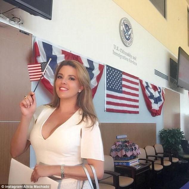 Hoa hau bi Trump si nhuc keu goi ung ho ba Clinton hinh anh 1