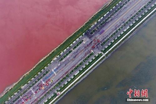 Lạnh người với hồ muối 4.000 năm biến thành 'hồ máu' - ảnh 4