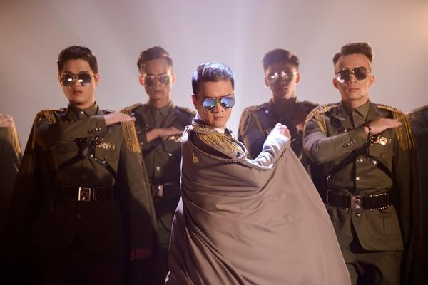 mr-dam-phai-mua-lai-nhieu-phu-kien-cho-liveshow-vi-nha-ngap-nuoc-6