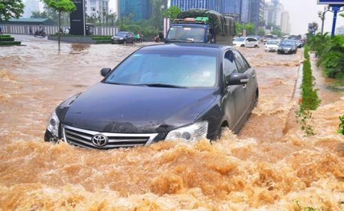 Những nguyên tắc lái ôtô an toàn trong mưa bão - 5