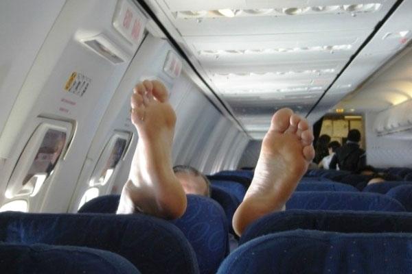 Kết quả hình ảnh cho Nữ du khách mang... ruột chồng đã khuất lên máy bay