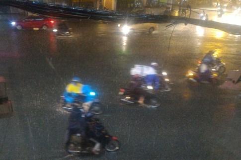 Sài Gòn lại đổ mưa tầm tã - ảnh 3