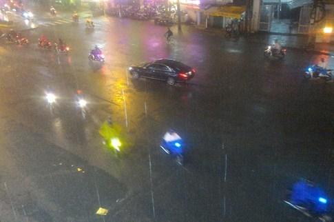 Sài Gòn lại đổ mưa tầm tã - ảnh 4