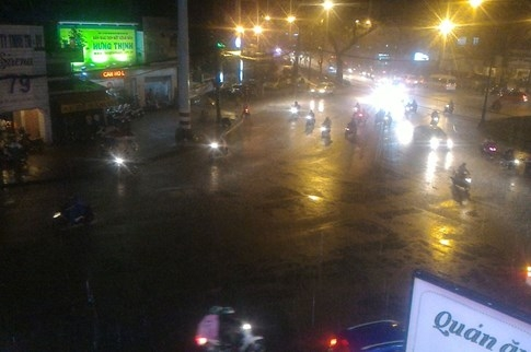 Sài Gòn lại đổ mưa tầm tã - ảnh 5