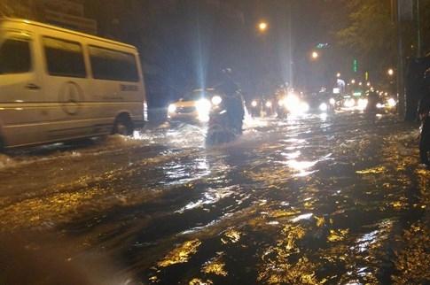 Sài Gòn lại đổ mưa tầm tã - ảnh 10