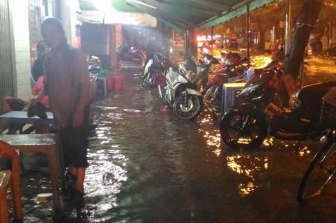 Sài Gòn lại đổ mưa tầm tã - ảnh 11