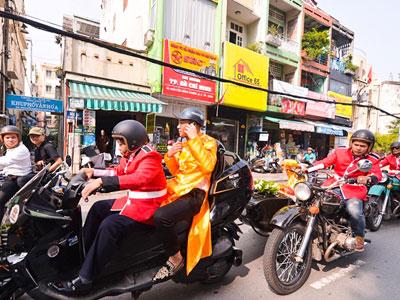 Em gái Huỳnh Phúc Điền được chú rể rước bằng đoàn môtô