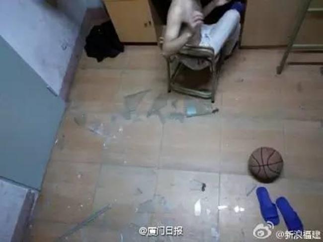 Bão Megi tàn phá Trung Quốc, thổi bay cả người, nhà, tủ lạnh... trên đường phố - Ảnh 10.
