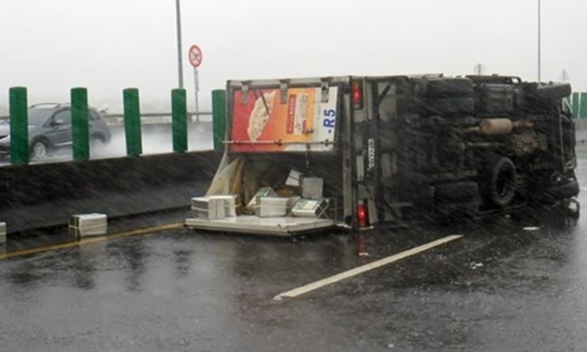 Bão Megi tàn phá Trung Quốc, thổi bay cả người, nhà, tủ lạnh... trên đường phố - Ảnh 15.