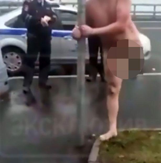 Bị cảnh sát còng tay, vẫn khỏa thân múa cột tự tin - 2