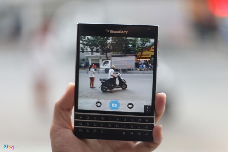 Dap hop BlackBerry Passport gia 5,8 trieu vua ve VN hinh anh 13
