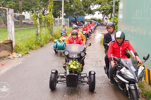 em-gai-huynh-phuc-dien-duoc-chu-re-ruoc-bang-doan-moto-2