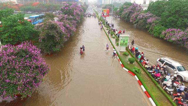 Những con sông ở Hà Nội trong trận mưa hồi cuối tháng 5/2016 (Ảnh: Hà Trang)