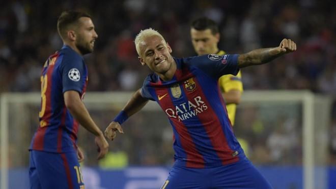 Neymar dung truoc co hoi qua mat Ronaldinho hinh anh 2