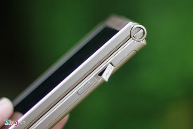 Smartphone Nhat co 2 man hinh, nap gap sap ban tai VN hinh anh 4