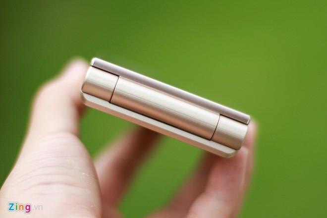 Smartphone Nhat co 2 man hinh, nap gap sap ban tai VN hinh anh 6