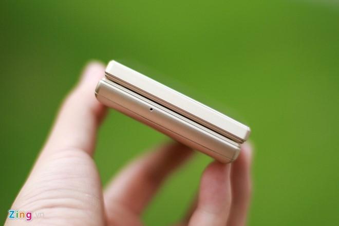 Smartphone Nhat co 2 man hinh, nap gap sap ban tai VN hinh anh 7