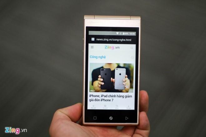 Smartphone Nhat co 2 man hinh, nap gap sap ban tai VN hinh anh 11