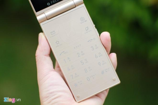 Smartphone Nhat co 2 man hinh, nap gap sap ban tai VN hinh anh 12