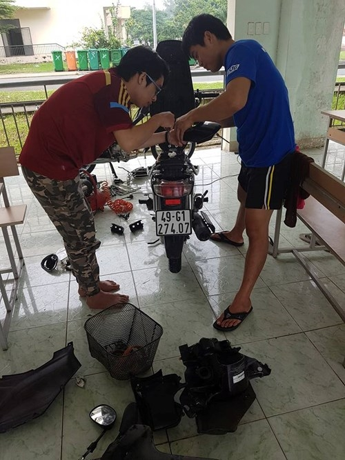 Xe máy 'chết chìm' ở KTX, sinh viên được hỗ trợ... 60.000 đồng sửa xe - ảnh 4