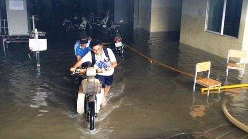 Xe máy 'chết chìm' ở KTX, sinh viên được hỗ trợ... 60.000 đồng sửa xe - ảnh 8