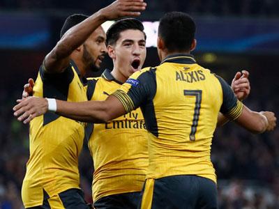 Arsenal thắng dễ khi Walcott lập cú đúp đầu tiên sau chín năm ở Champions League
