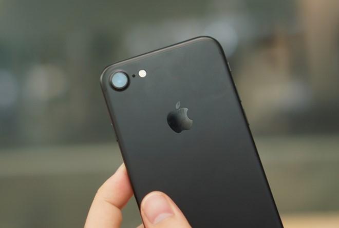Apple cung bat ngo vi iPhone 7 ban chay hinh anh 1