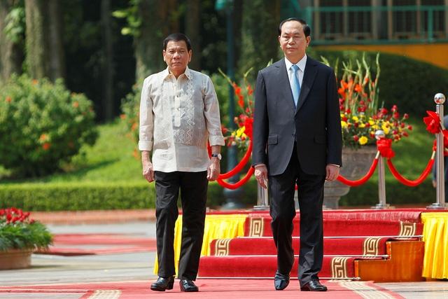 Chủ tịch nước Trần Đại Quang trong lễ đón Tổng thống Philippines Rodrigo Duterte sáng 29/9. (Ảnh: Reuters)