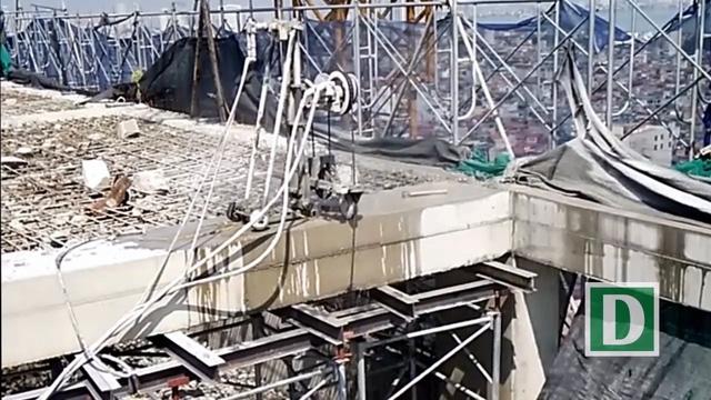 Máy cắt dây kim cương được sử dụng để cắt phá hệ thống dầm, cột bê tông.