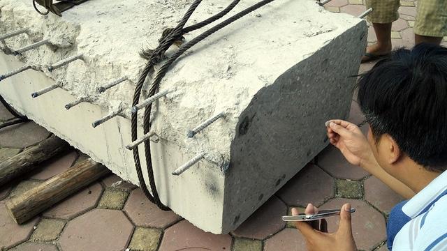 Được đánh giá tốt trong ngành khai thác mỏ, máy cắt dây kim cương để lại các vết cắt khá ngọt.