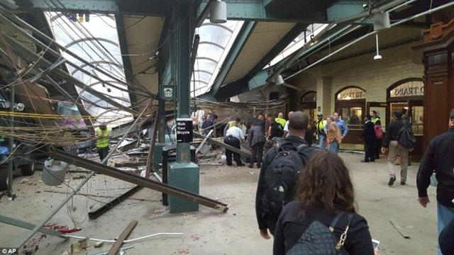 Một phần nhà ga bị sập sau vụ tai nạn vào lúc 8h45 sáng ngày 29/9 giờ Mỹ.