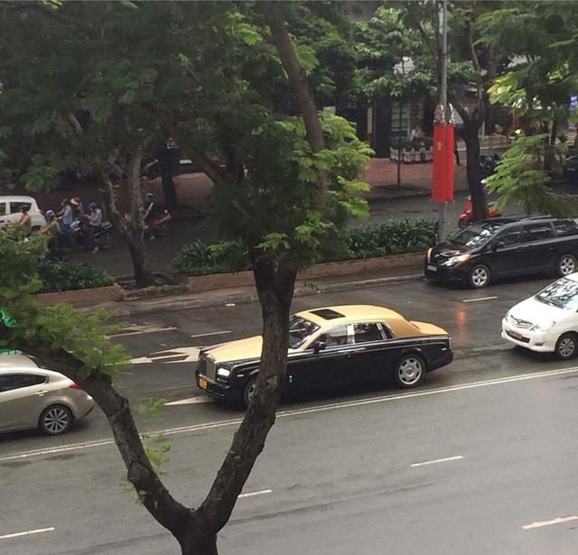 Rolls-Royce Phantom Series II màu độc, biển tứ quý của đại gia Lào trên phố Sài thành.