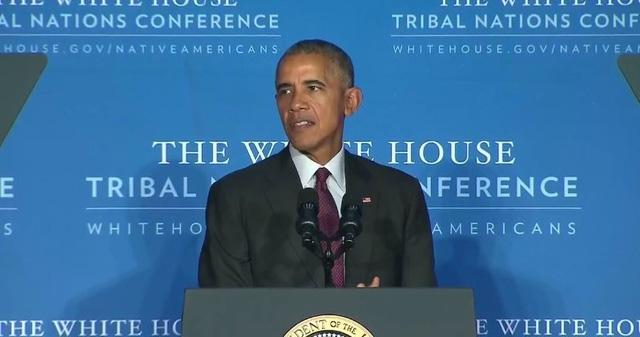 Vào ngày 26/9 vừa qua, Tổng thống Barack Obama đã tham dự Hội nghị các bộ tộc thiểu số được tổ chức tại Nhà Trắng. Tại đây, ông đã có bài phát biểu trước đại diện các bộ tộc thiểu số để chia sẻ và tôn vinh nền văn hóa đa sắc tộc của châu Mỹ. (Ảnh: WhiteHouse)