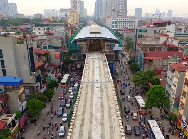 Dự án đường sắt Cát Linh - Hà Đông sẽ hoàn thành xây lắp vào cuối năm 2016, đến cuối năm 2017 mới có thể đưa vào khai thác thương mại (ảnh: Hà Trang)