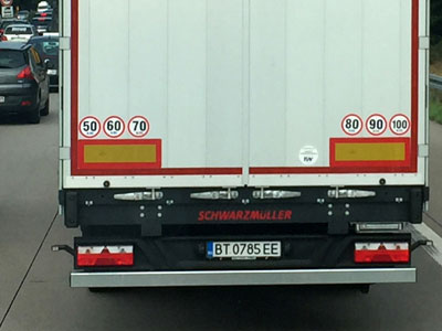 Kiểu cảnh báo tốc độ ở châu Âu - lái xe Việt Nam nên học