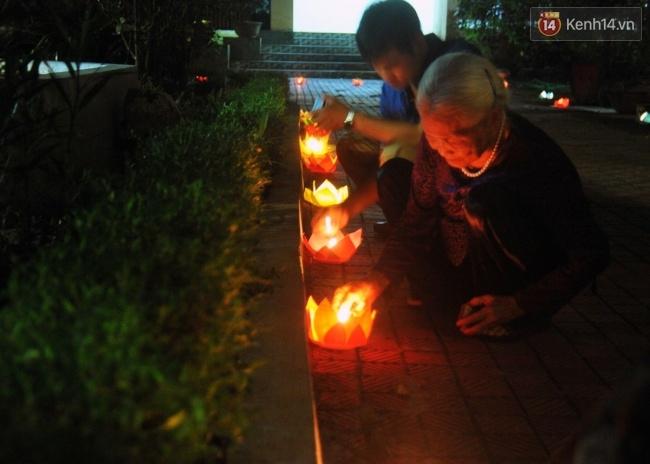Đường hoa đăng rực sáng tưởng nhớ 3 năm ngày Đại tướng Võ Nguyên Giáp từ trần - Ảnh 5.