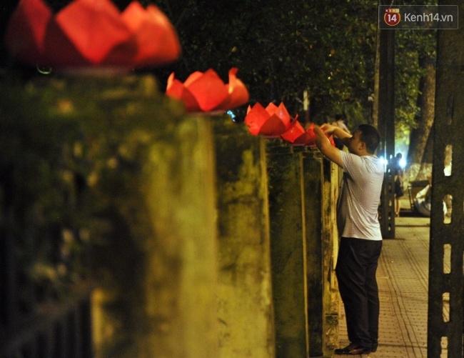 Đường hoa đăng rực sáng tưởng nhớ 3 năm ngày Đại tướng Võ Nguyên Giáp từ trần - Ảnh 10.