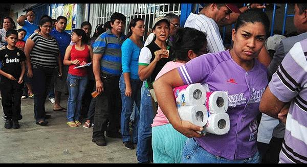 Khủng hoảng tột độ, người Venezuela phải bay qua Mỹ mua... giấy vệ sinh