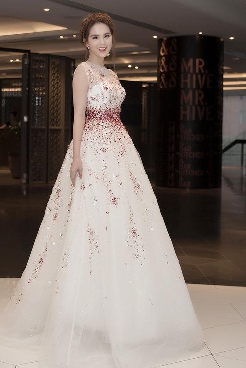 Ngọc Trinh diện váy công chúa giao lưu khán giả ở Australia