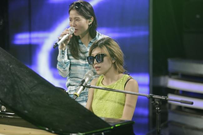 Thu Minh biểu diễn single mới cùng Trang Pháp trong đêm đăng quang Vietnam Idol 2016 - Ảnh 3.