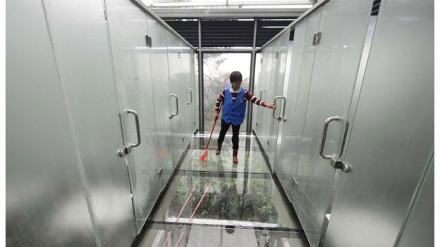 Trung Quốc, công viên sinh thái, nhà vệ sinh trong suốt
