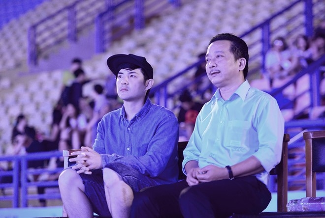 Dong Nhi bat khoc khi thay san khau liveshow hoanh trang hinh anh 8
