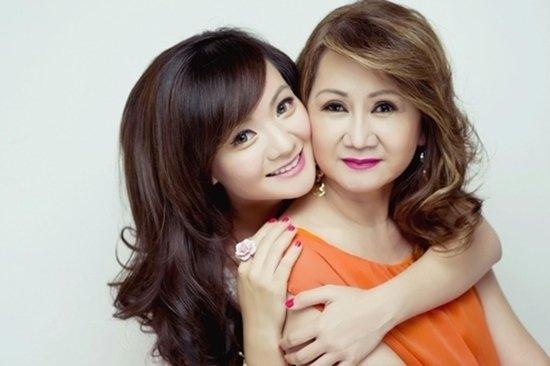 Xuân Mai và mẹ