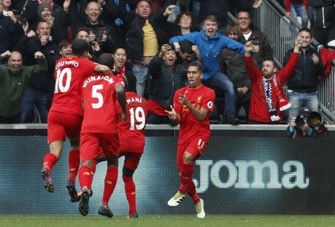Firmino tỏa sáng, Liverpool ngược dòng đá bại Swansea