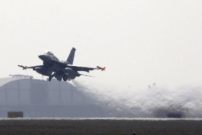 Không quân Mỹ 'hấp' chiến đấu cơ để diệt khuẩn - ảnh 3